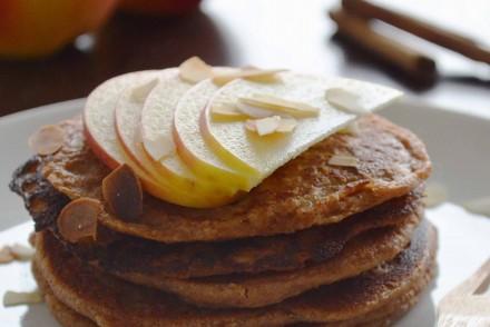 Recipe for autumnal apple pancakes via That Healthy Kitchen