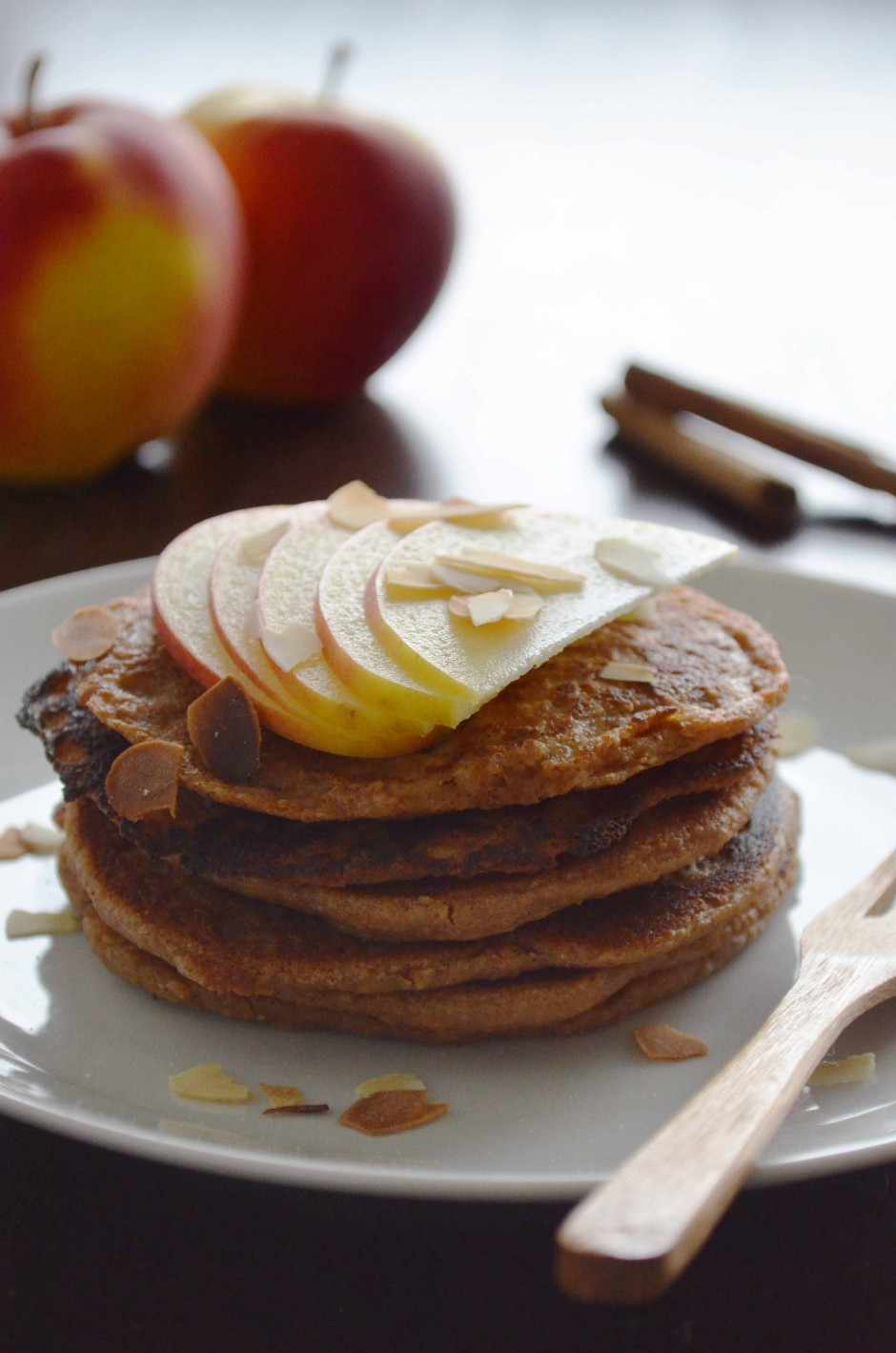Recipe for autumnal apple pancakes via That Healthy Kitchen