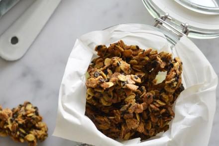 Vegan and gluten-free savory granola