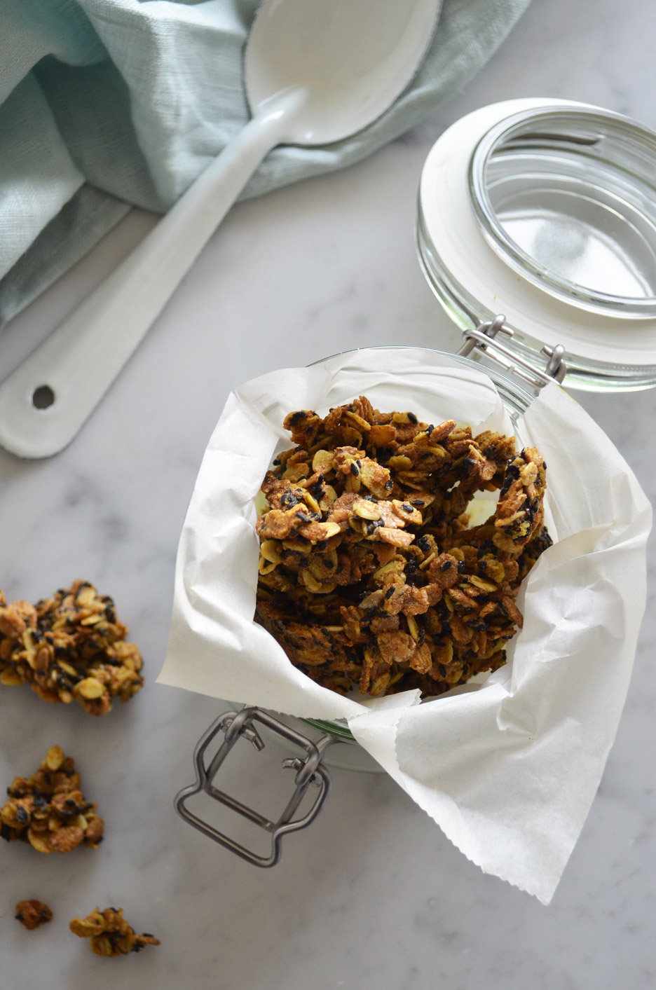 Vegan and gluten-free savory granola